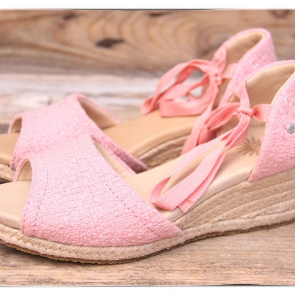 ccbbfe171b8 NEW Pink UGG Delmar Wedge Sandals 9